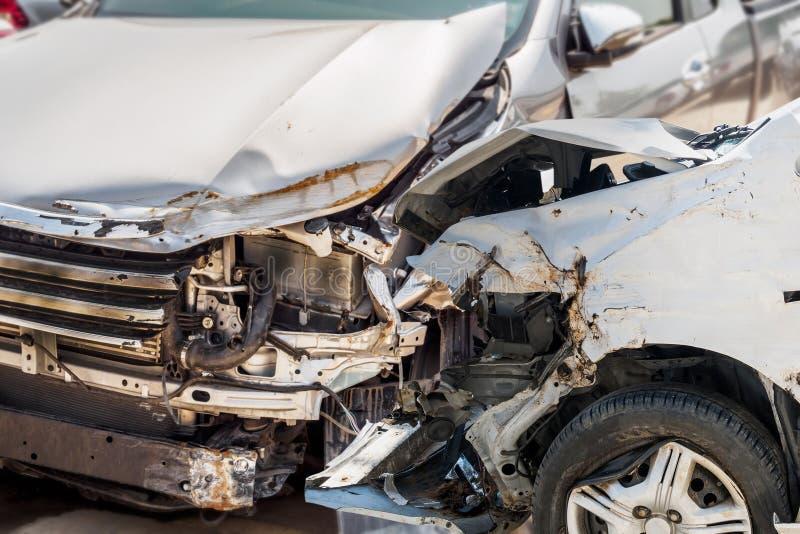 Accident d'accident de voiture sur la route photo stock