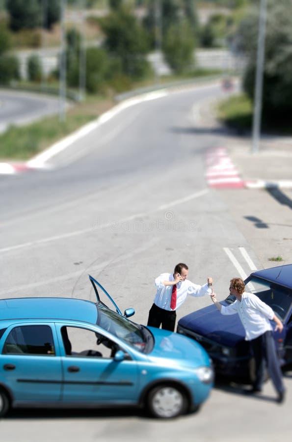 Accident de la circulation et au gestionnaire photographie stock