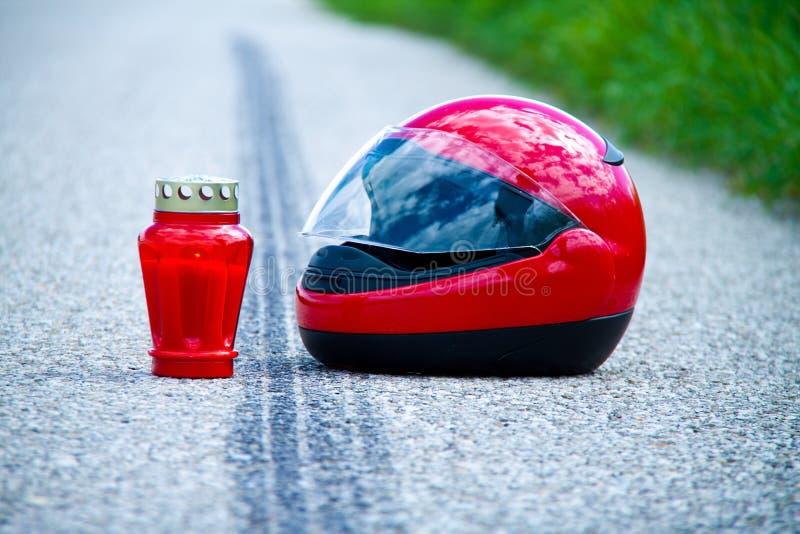 Accident de moto. Repère de dérapage sur la circulation routière photo stock