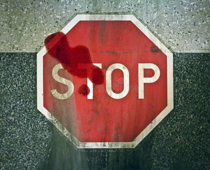 Accident de véhicule à moteur, marques de dérapage, sang, blessure, la mort, grande vitesse, signe d'arrêt images stock