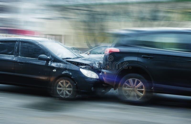 Accident de voiture avec le flou fort photographie stock