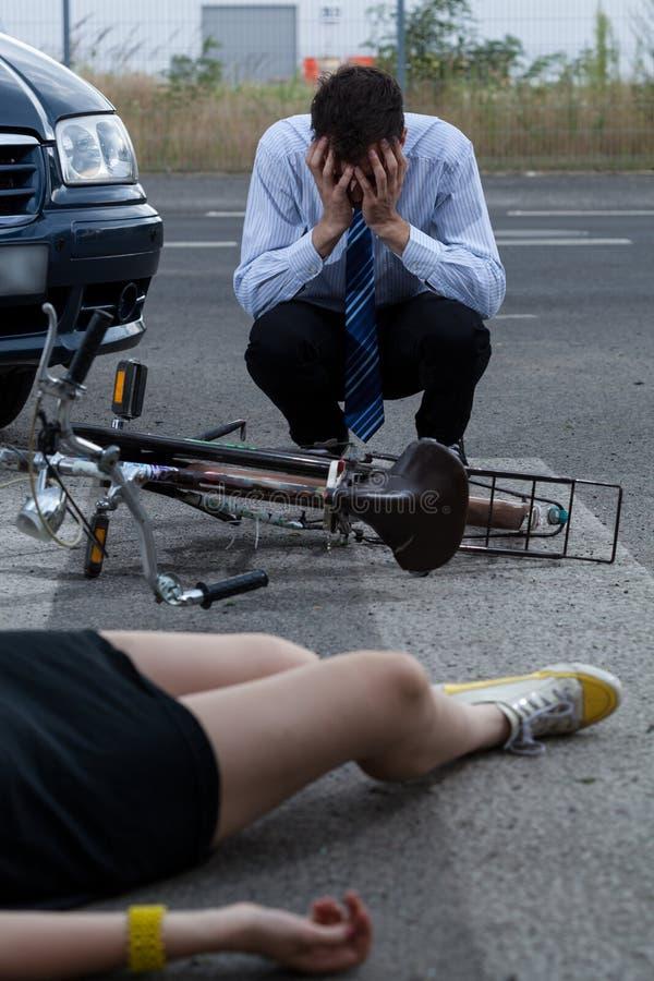Accidente de la bici del coche imagen de archivo