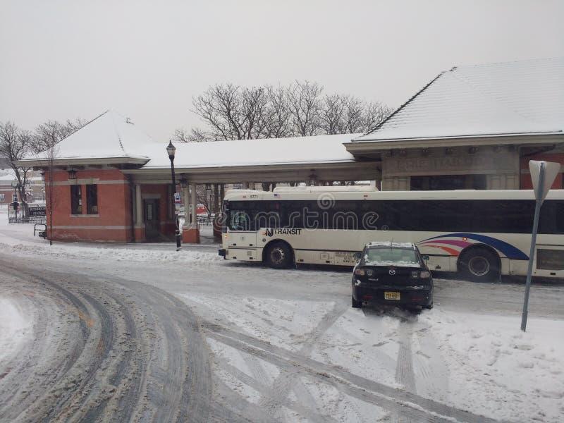 Accidente de tráfico causado por la nieve y el hielo, tiempo del invierno, tiempo inclemente, los E.E.U.U. foto de archivo