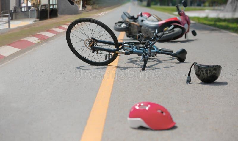 Accidents de conduite en état d'ivresse, accident de voiture d'accidents avec la bicyclette photo libre de droits
