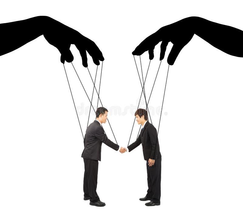 Acciones del hombre de negocios del control dos de la sombra de las manos negras imagen de archivo libre de regalías
