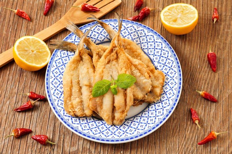 Acciughe avariato e fritta spagnole di fritos dei boquerones, tipiche fotografie stock libere da diritti