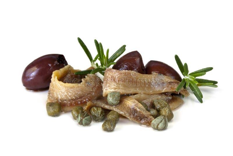 Acciughe con i capperi e le olive fotografia stock libera da diritti