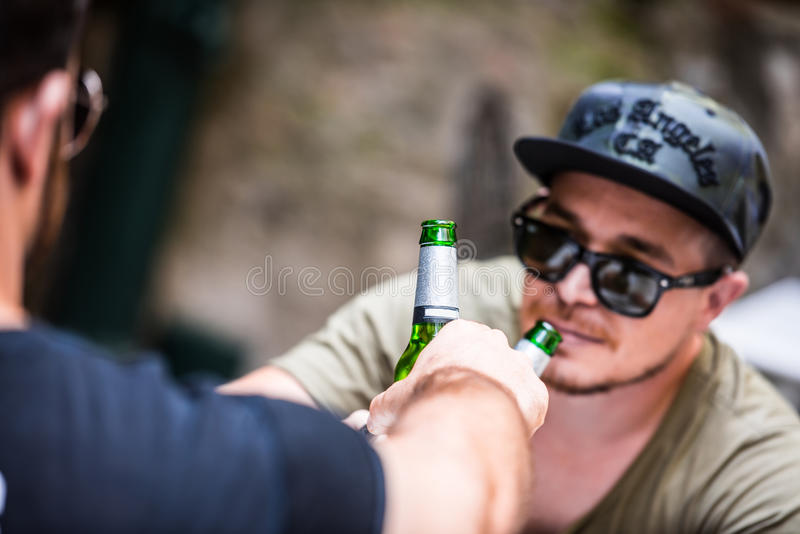 Acclamations compagnon, salut image stock