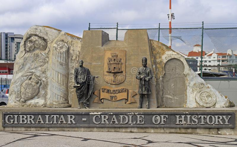 Accogliere favorevolmente monumento sull'entrata a Gibilterra fotografie stock