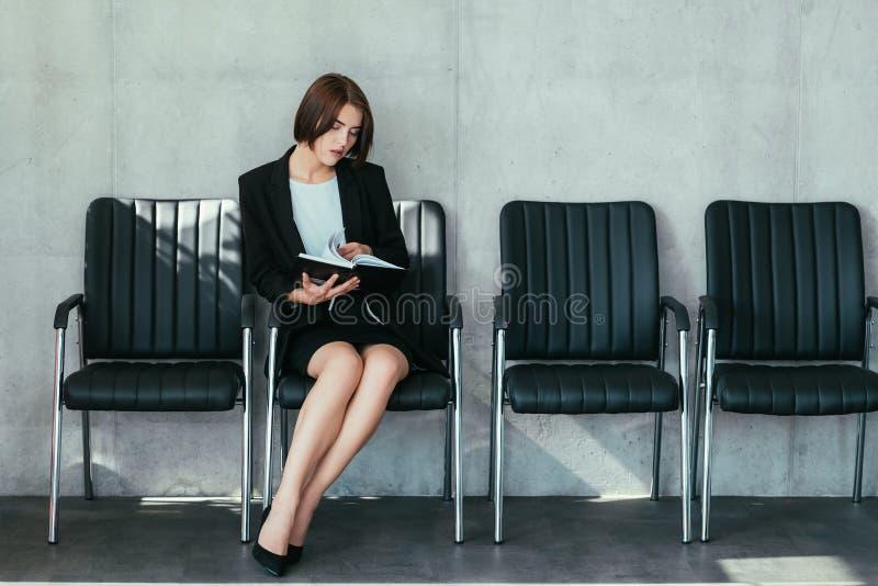 Accomplissements réussis de carrière de dame d'affaires photo libre de droits