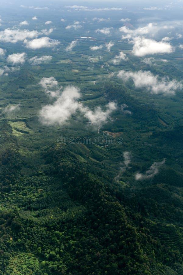 Accomplissez la forêt Mountain View de la province de Trang, Thaïlande photos libres de droits