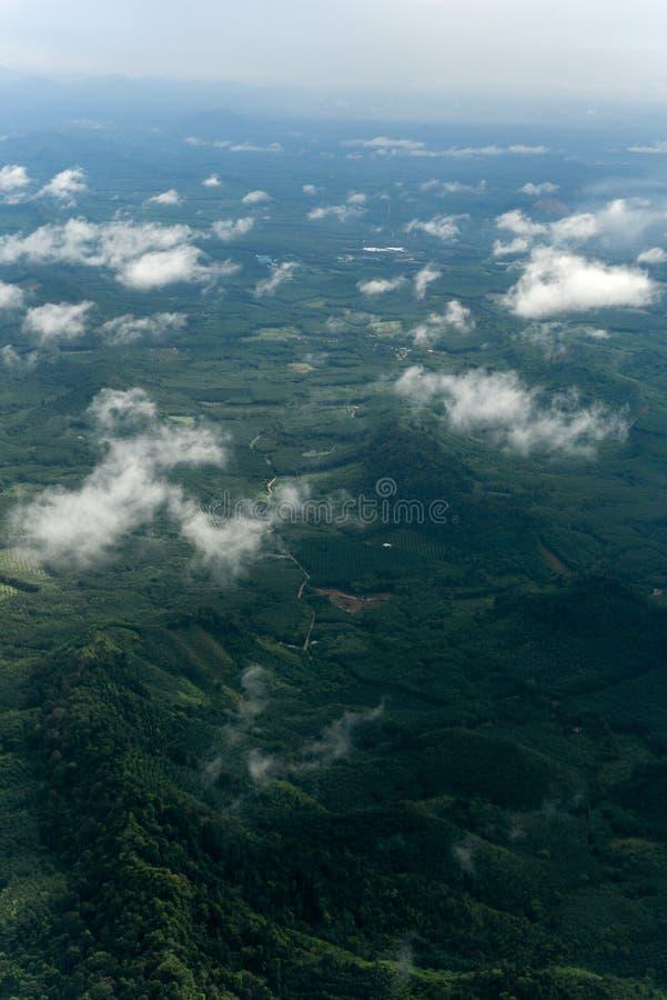 Accomplissez la forêt Mountain View de la province de Trang, Thaïlande image libre de droits