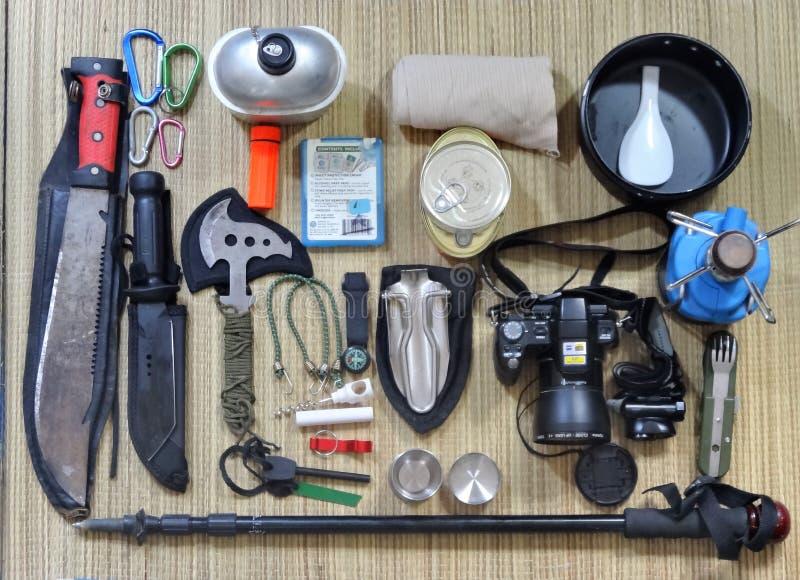 Accomplissez le matériel de camping pour la hausse photographie stock