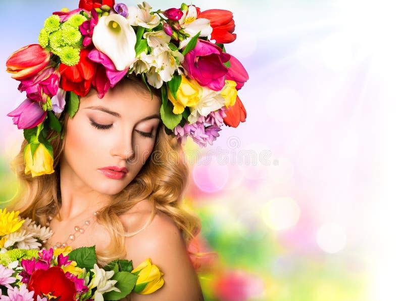 Acconciatura di bellezza del ritratto della primavera fotografia stock libera da diritti