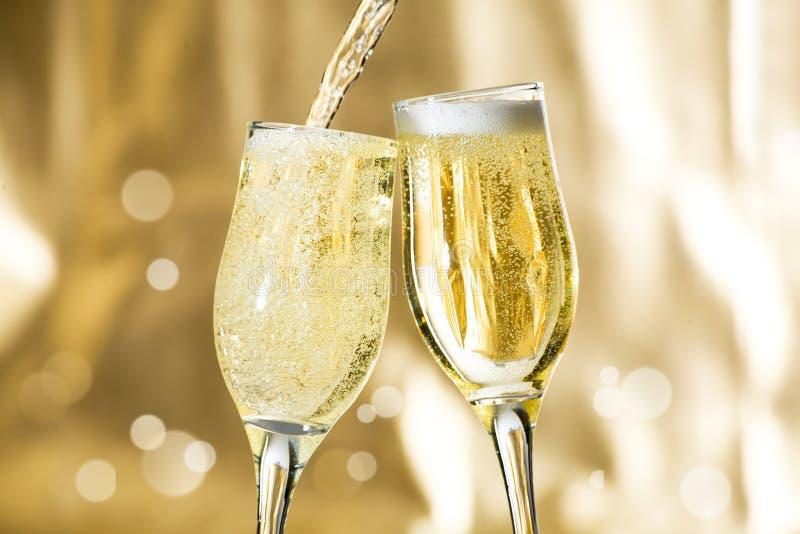 Accoppiamenti delle scanalature di champagne immagine stock