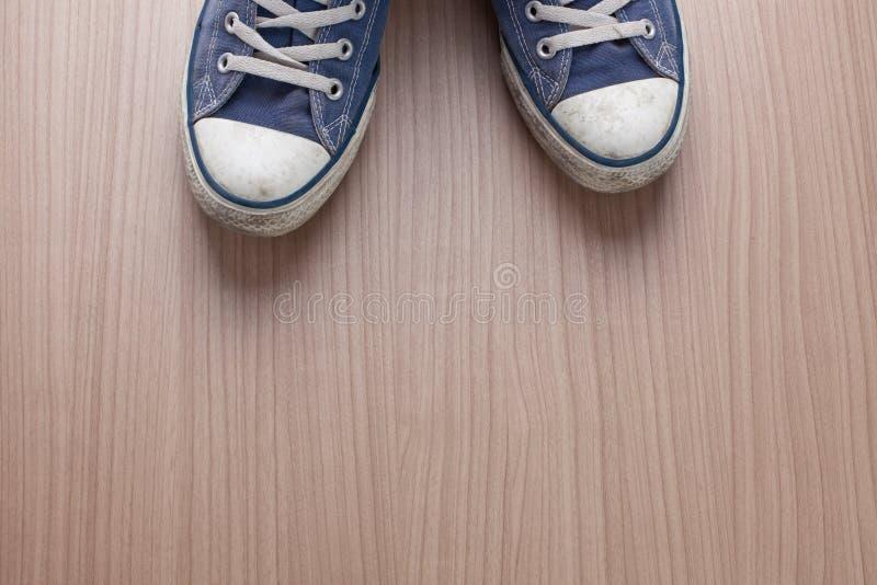 Accoppiamenti delle scarpe da tennis blu fotografie stock libere da diritti