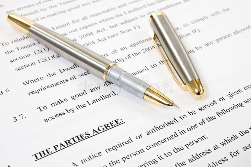 Accord entre le propriétaire et le locataire images libres de droits