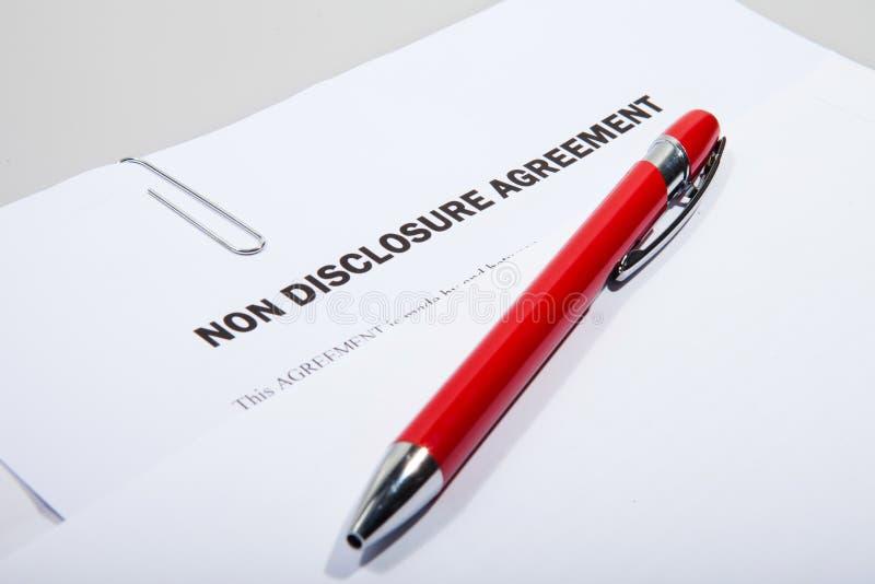 Accordo di non divulgazione e penna fotografie stock