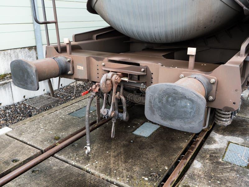 Accouplement anglais sur un wagon ferroviaire images stock