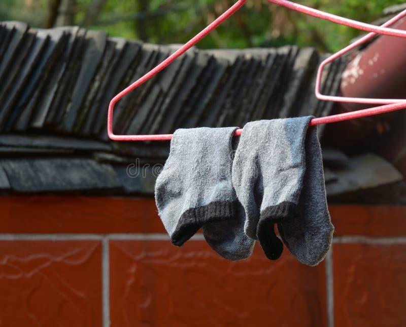 Accrocher de séchage de chaussettes photos stock
