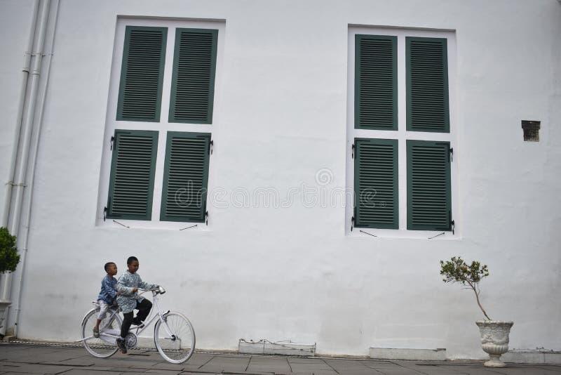 Accros fönstret fotografering för bildbyråer