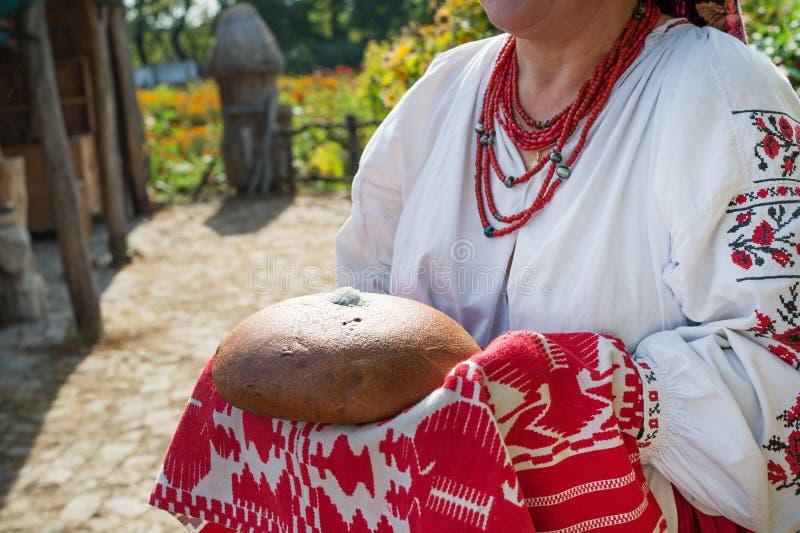 Accueil traditionnel de pain et de sel photographie stock libre de droits