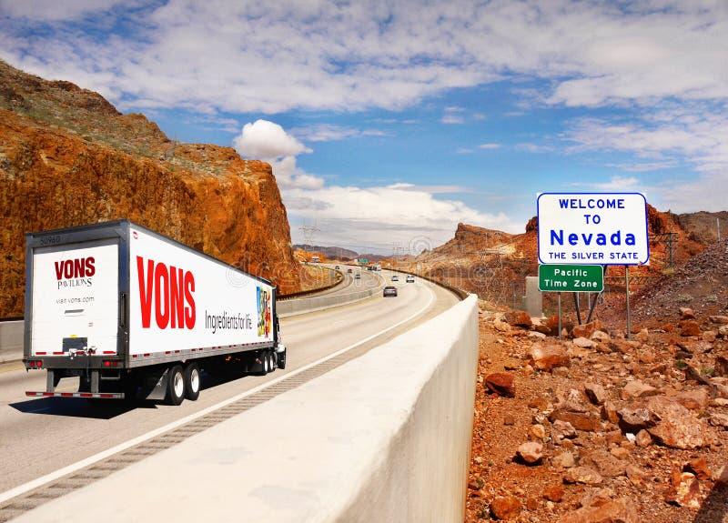 Accueil vers le Nevada, route de signe photos stock