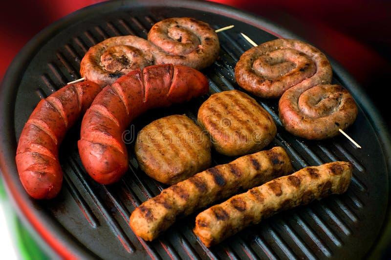 Accumulazione della carne sulla griglia fotografie stock libere da diritti