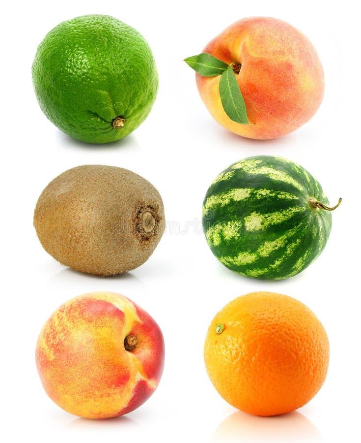 Accumulazione di frutta isolata su bianco fotografie stock libere da diritti