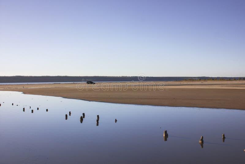 Accumulez sur l'estuaire sec, où du sel a été extrait au 20ème siècle images libres de droits