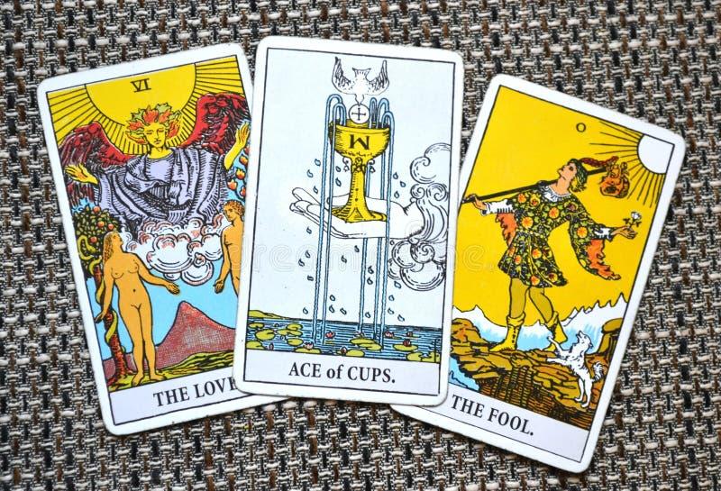 Ace do amor novo Joy Happiness Happy News Beginnings dos copos do amor os amantes o fundo do tolo imagens de stock royalty free
