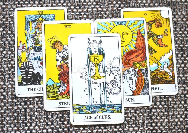 Ace do amor novo Joy Happiness Happy News Beginnings dos copos do amor os amantes o fundo do tolo fotografia de stock royalty free