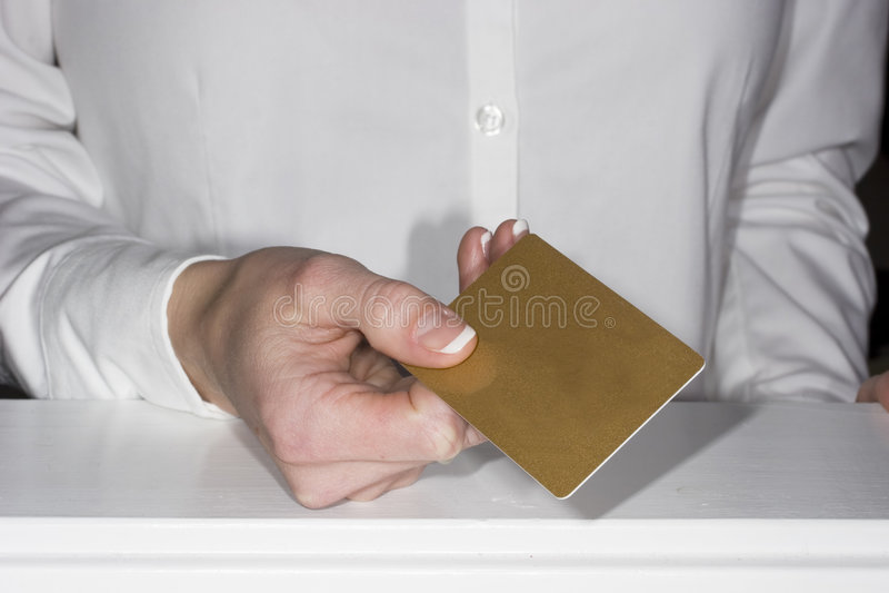 Aceitando cartões de crédito fotografia de stock royalty free