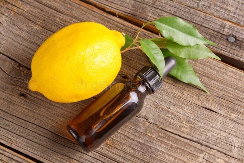 Aceite de limón imágenes de archivo libres de regalías