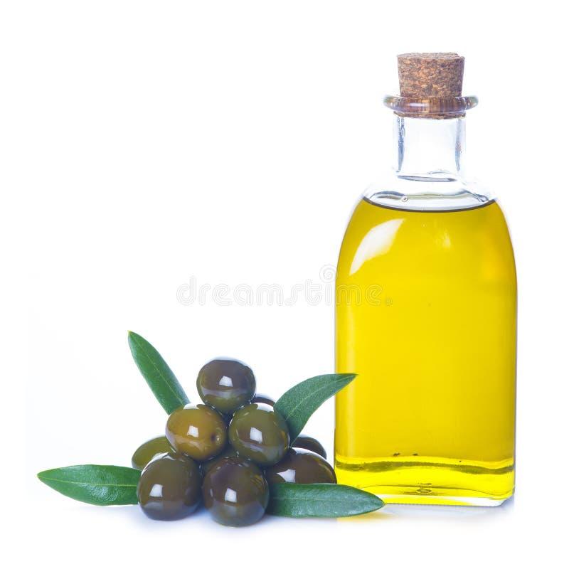 Aceite de oliva aislado en un fondo blanco fotos de archivo