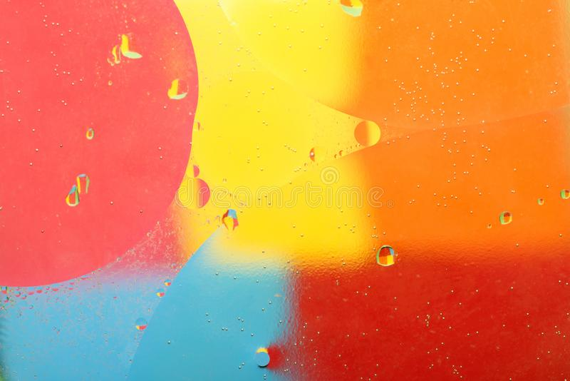 aceite de oliva en el agua Burbujas del aceite de oliva imágenes de archivo libres de regalías