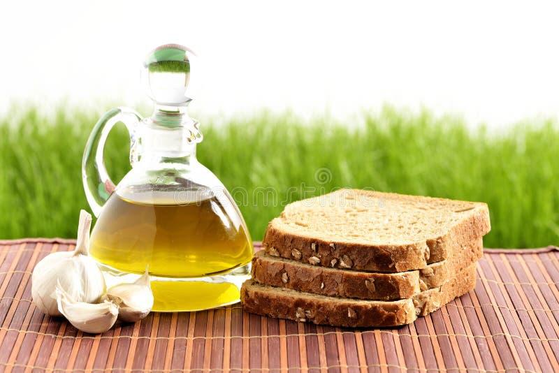 Aceite de oliva, pan, ajo fotos de archivo
