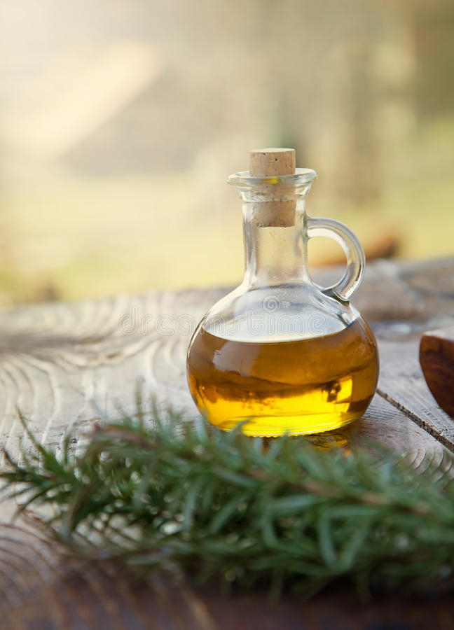 Aceite de oliva virginal adicional fotos de archivo libres de regalías