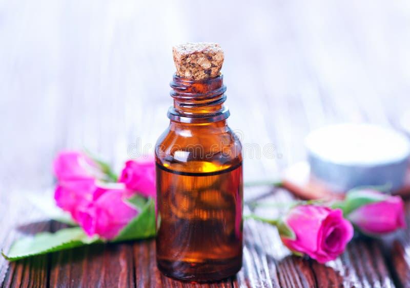 Aceite de Rose en botella fotografía de archivo