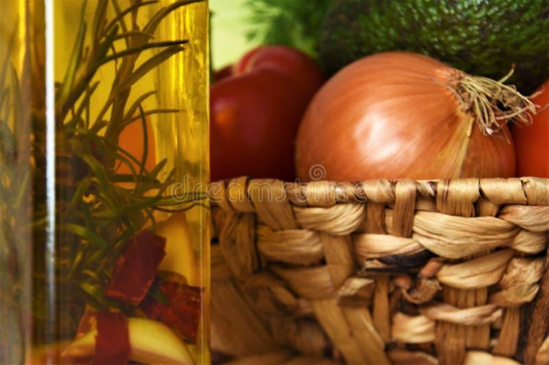 Aceite del verdura y vegetal en una botella imágenes de archivo libres de regalías