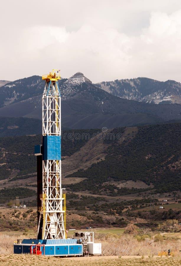 Aceite Derrick Crude Pump Industrial Equipment Colorado Rocky Mount imágenes de archivo libres de regalías