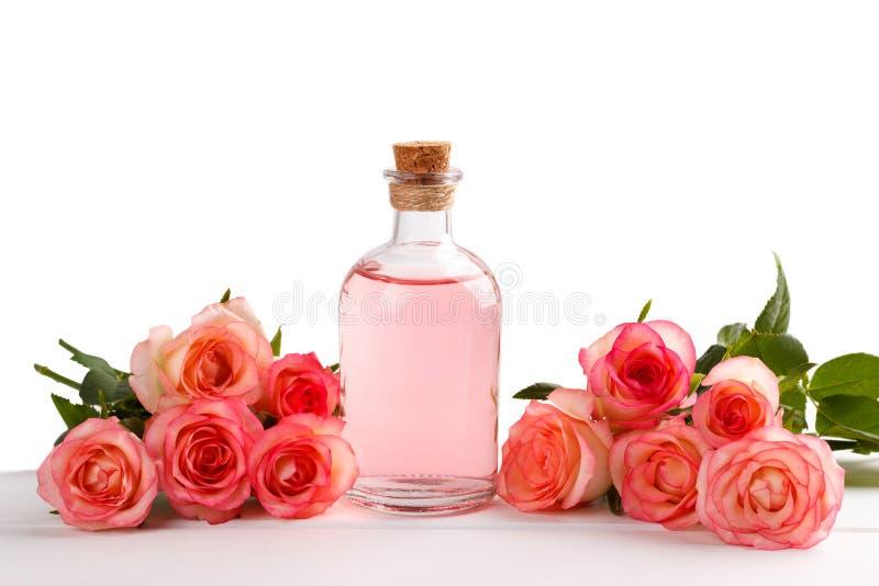 Aceite esencial de la rosa del rosa fotos de archivo libres de regalías