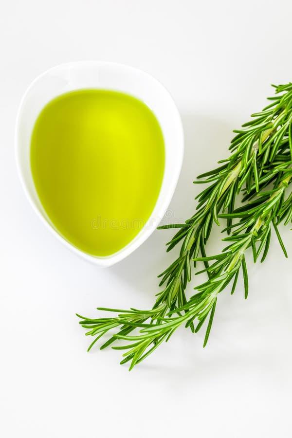 Aceite y extractos esenciales de verde del romero foto de archivo libre de regalías