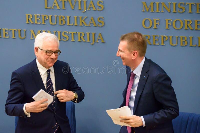 acek Czaputowicz, el Ministro de Asuntos Exteriores de Polonia Edgars Rinkevics, ministro de asuntos exteriores de Letonia imagen de archivo