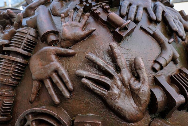 ACELGA, SOMERSET/UK - 22 DE MARÇO: Escultura por Neville Gabie no Ch foto de stock