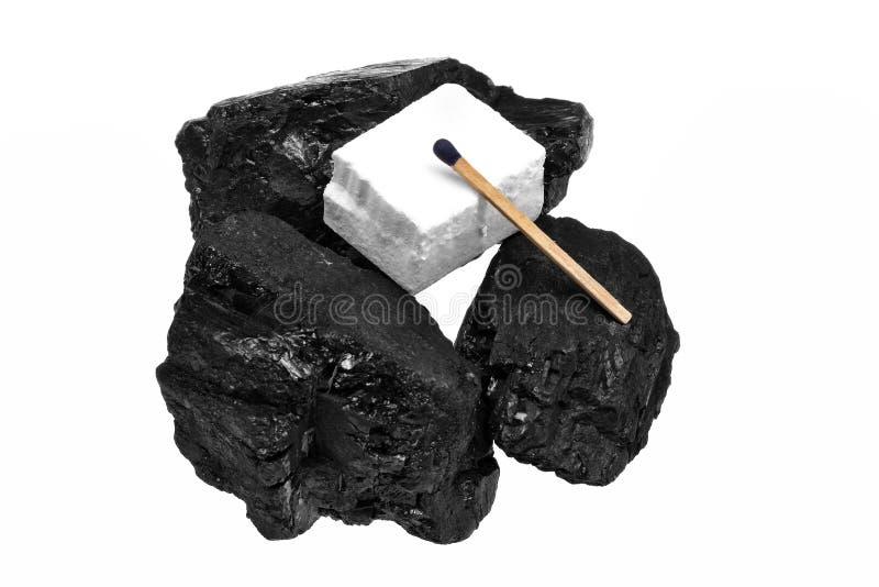 Acendedores e fósforo do cubo de carvão fotografia de stock