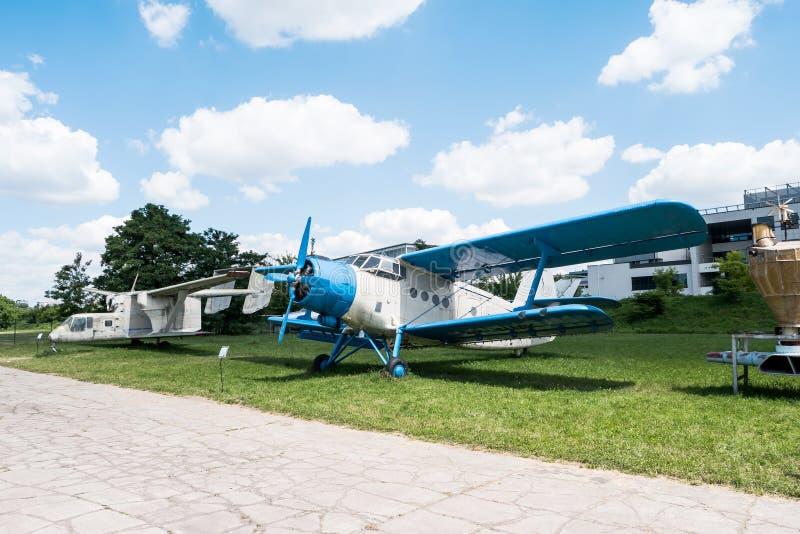 Acepille con el propulsor en museo de la aviación en Kraków imágenes de archivo libres de regalías