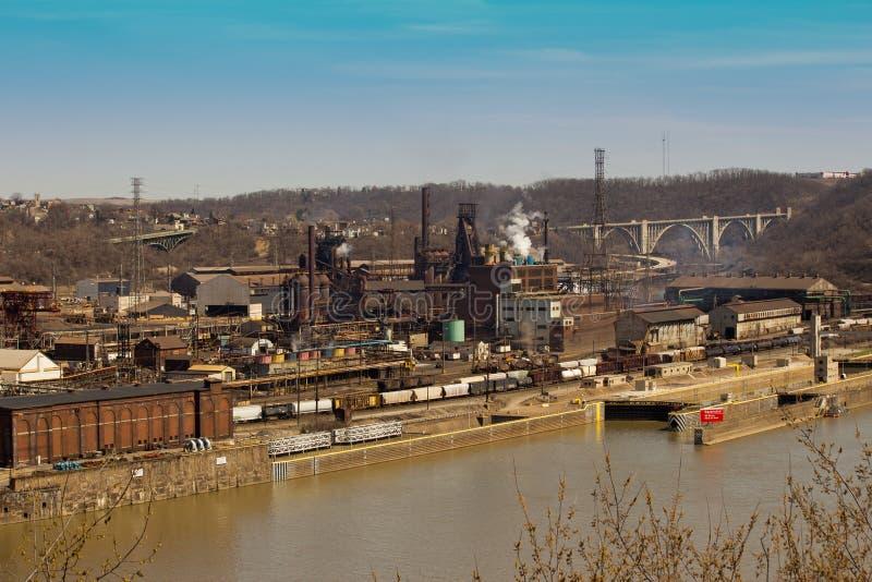 Acería de Pittsburgh de lejos imagenes de archivo