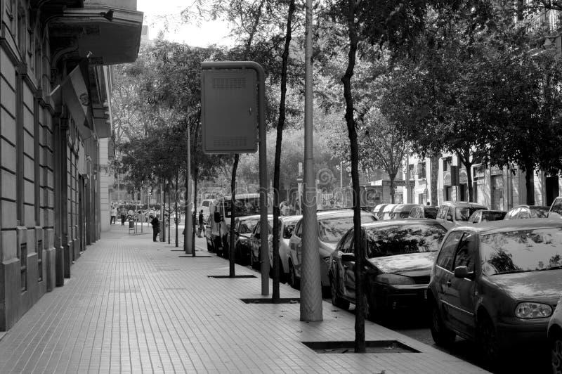 Acera de Barcelona blanco y negro imagenes de archivo