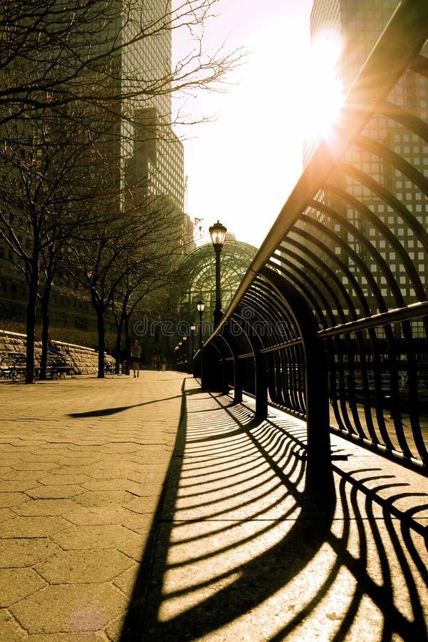 Acera del patio del centro financiero de mundo foto de archivo